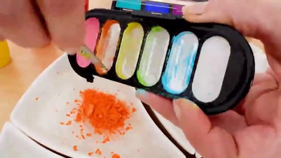 创意手工DIY:把各种化妆品眼影、口红、指甲油,DIY史莱姆