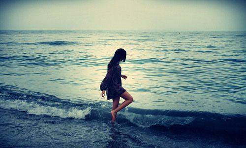 心中已是云淡风轻,不再是纯水般的模样,只是最初的情怀不曾改变