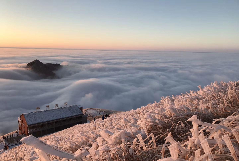 冰雪行走江西武功山雪草甸,翻滚的云海美不胜收