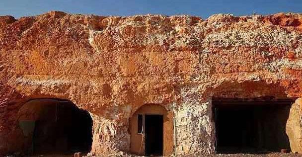 沙漠里面的小镇,2000人住在地底下,吃喝拉撒都在地下解决