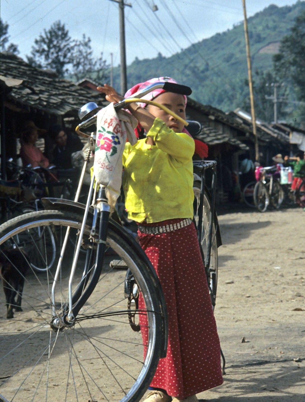 1990年的云南,罕见街拍老照片,这才是原生态的农村生活
