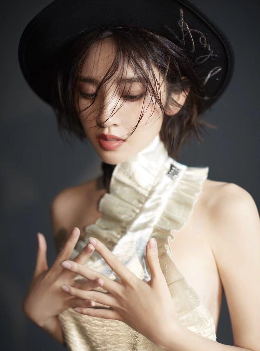 唐艺昕,一个集美貌与智慧的女纸,明明可以靠脸吃饭