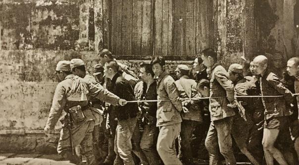 老照片:直击日军惨无人道侵华罪行,拿活人练刺刀,不可原谅