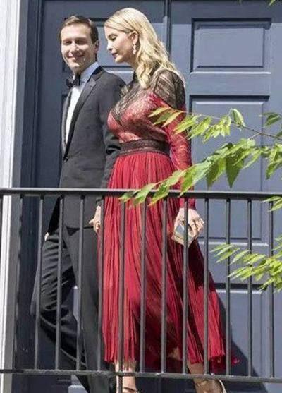 37岁伊万卡:穿薄纱裙身姿很迷人,最后一张与梅拉尼娅同框完胜!