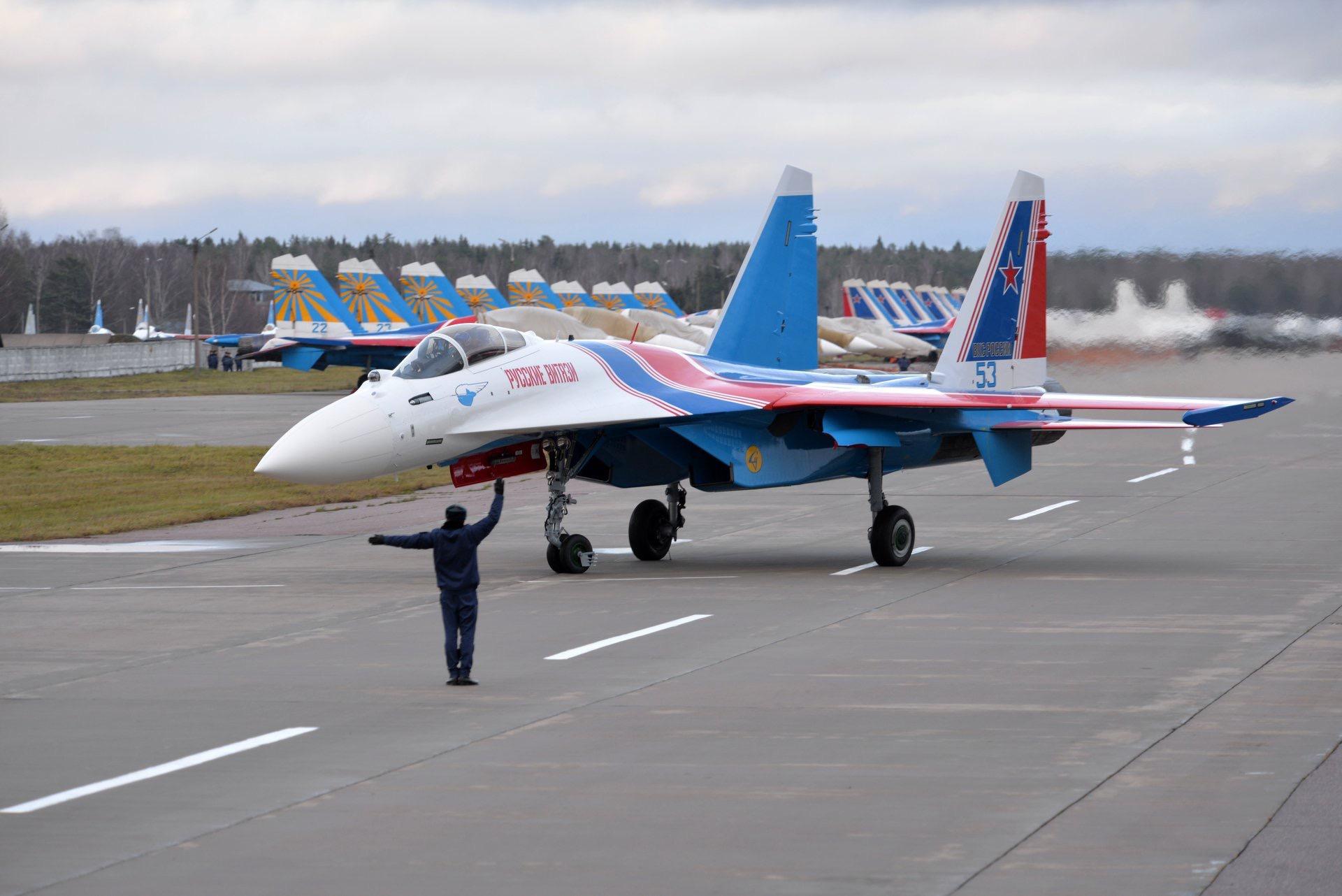 俄罗斯勇士特技飞行表演队换装苏-35S战斗机