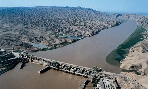 青铜峡水电站枢纽工程,是指1958年8月开工建设,位于宁夏