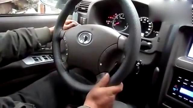 视频:哈弗H3改装方向盘,4个按键完美操控音响!