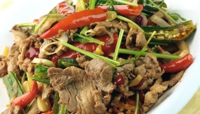 新疆地区很好吃,新疆炸羊肉,去买羊肉学习。