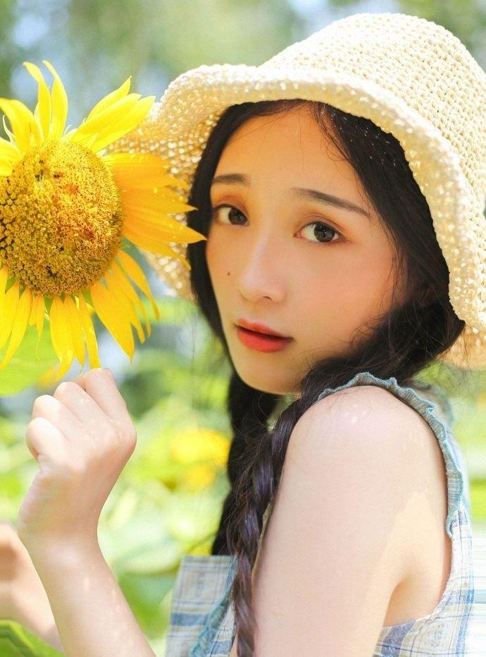 华中师范大学校花清纯写真,像韩国女星崔雪莉,你觉得呢?