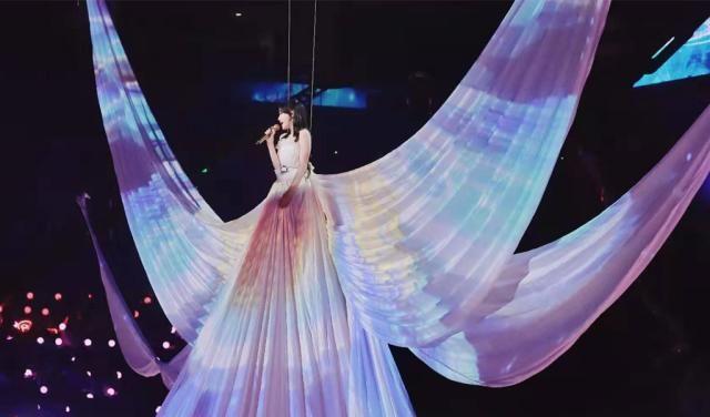秦岚献唱《逆流而上的你》现场仙女甜美造型
