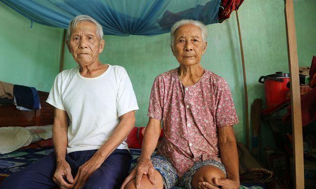 老夫妻将8个孩子抚养长大,现80多岁身体残疾却一个都指望不上