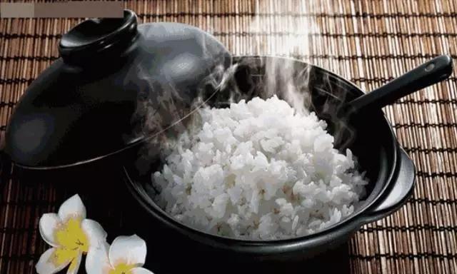 饭店阿姨教我的,蒸米饭时加一点它,味道更香更好吃,超实用!