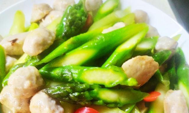 猪肉丸子炒芦笋,十分钟快手菜,清爽可口