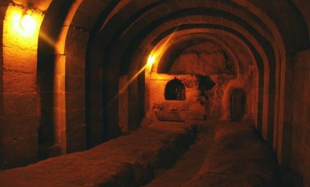 土耳其老房主一个无意的举动,竟发现了一个巨大的地下财富
