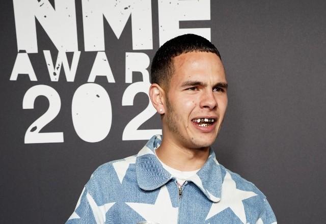 今日欧美圈:NME颁奖礼歌手与歌迷险冲突,比伯为中国捐款