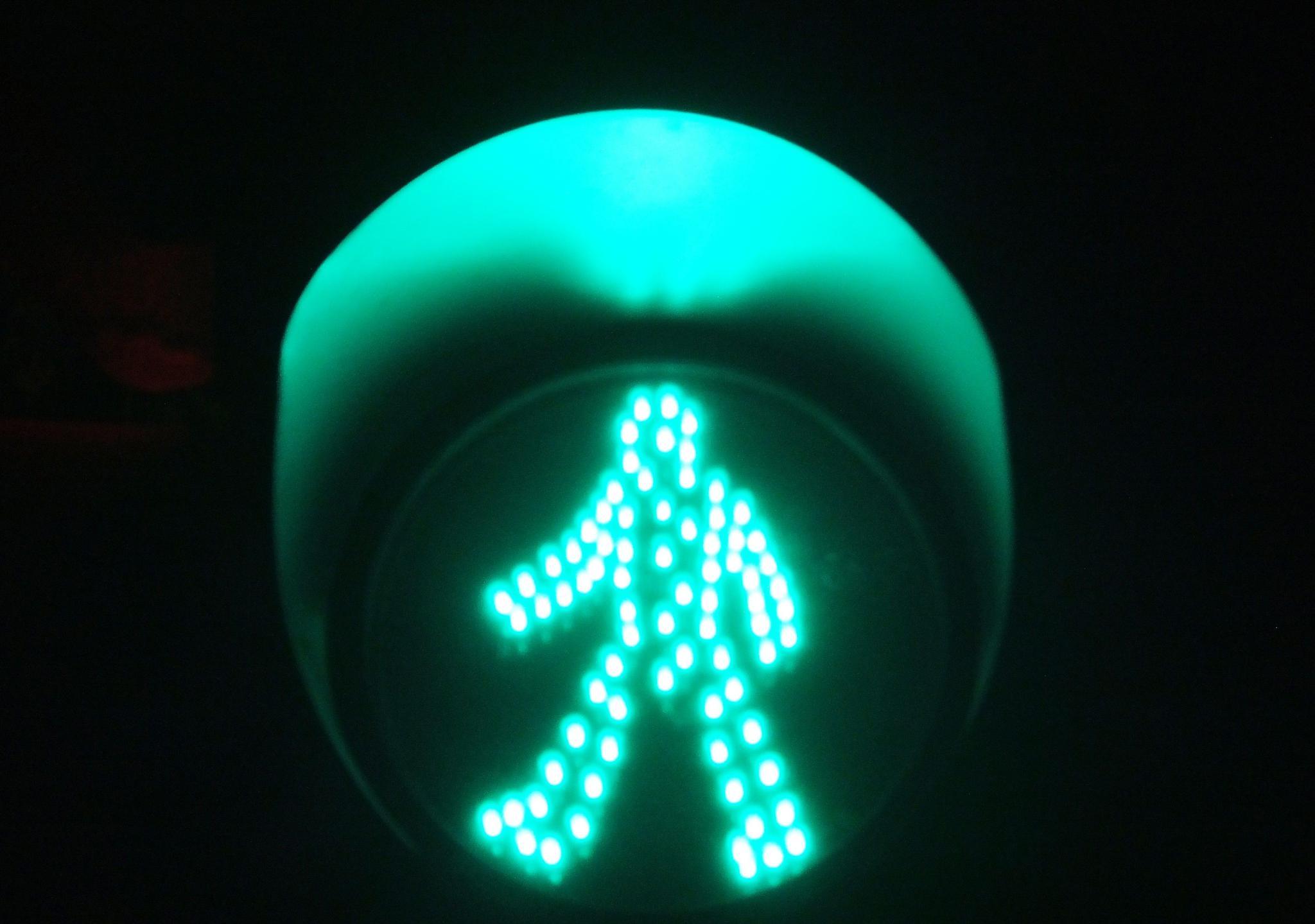 开封市区内这两处交通信号灯真奇葩,每次看到都让人哭笑不得