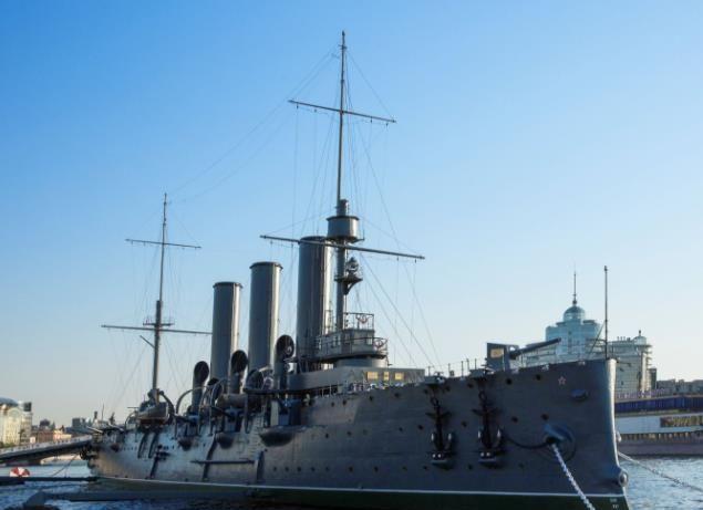 """打响改变历史第一炮的功勋舰一""""阿芙乐尔号""""巡洋舰"""