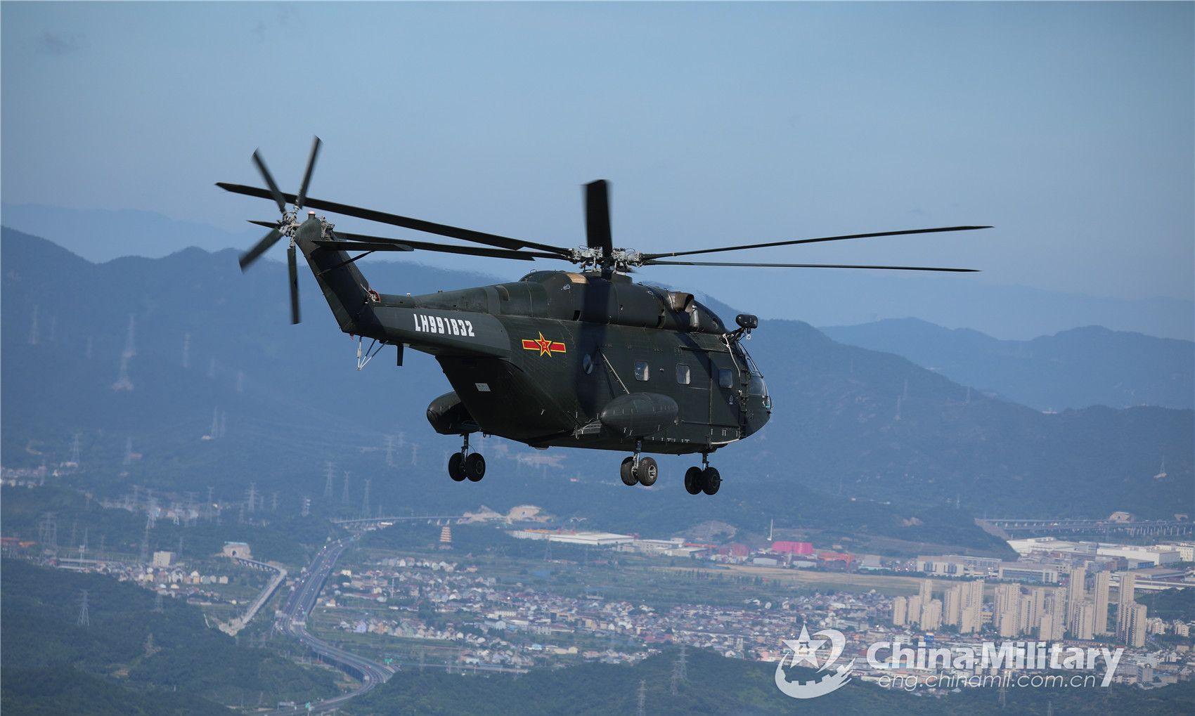 第71集团军空军某陆航旅直升机进行运输训练