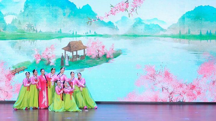 成都高新区举行第四届戏剧票友表演赛