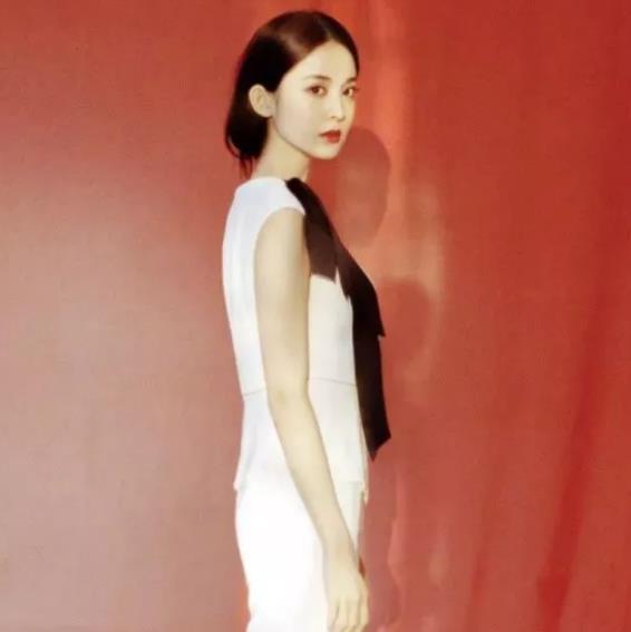 """27岁的古力娜扎穿""""童装"""",本以为会很丑,没想到竟毫无违和感"""