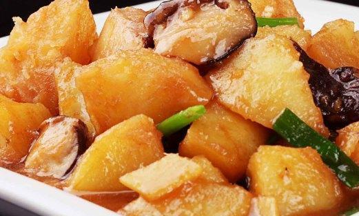 美食推荐:香菇烧土豆,双椒鸡丝,腊肠蒸南瓜,红椒酿豆腐