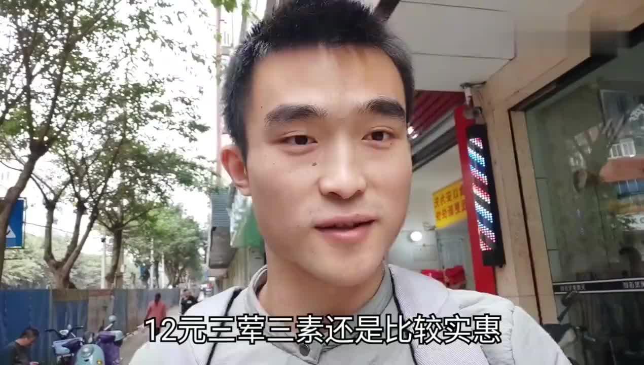 四川广安十二元快餐素菜米饭可以随便加很受附近工人们的欢迎