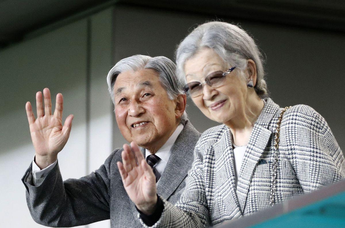 日本前天皇明仁夫妇罕见亮相,现身世界杯决赛,美智子恢复良好