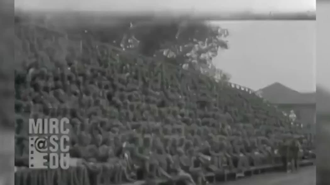 非常珍贵的历史影像,1934年黄埔军校运动会,学员进行剑术对抗!