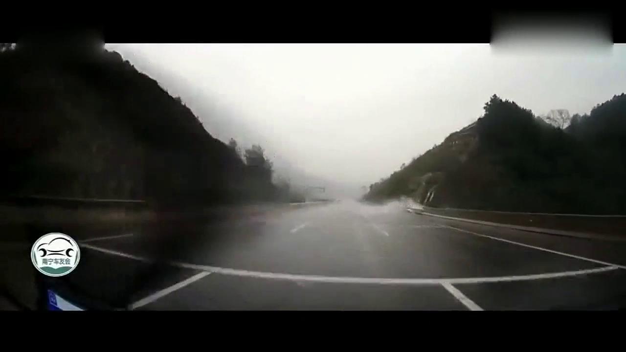 视频:刚买车就上高速时速140,一路宝马见车就超,记录仪拍下一生一幕