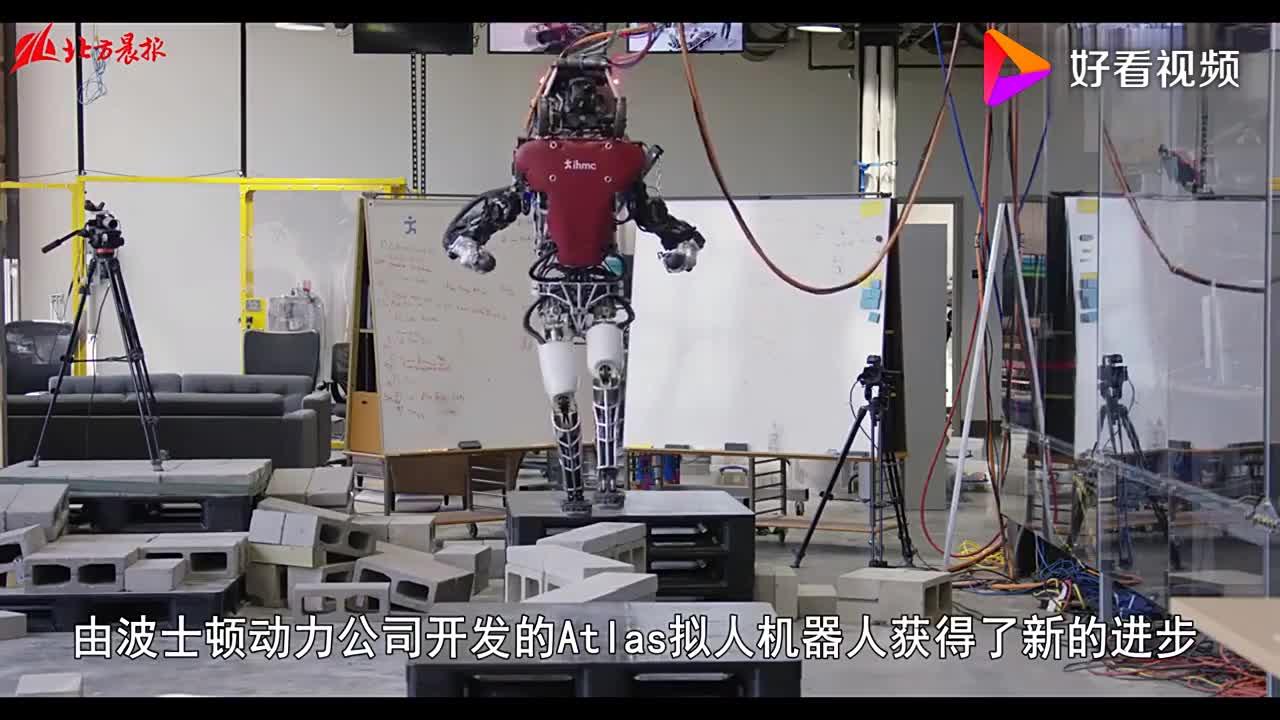 波士顿动力公司的机器人又涨新本事能自动过独木桥