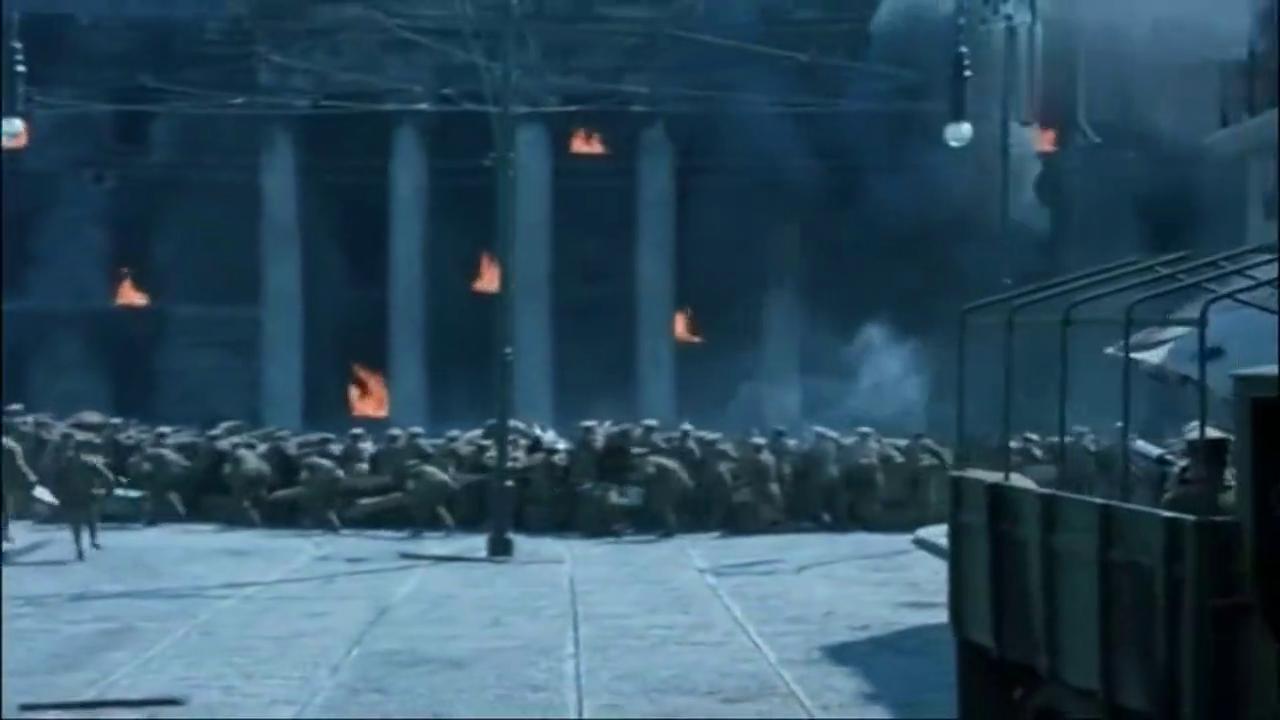 马克沁重机枪封锁加战防炮抵近直射狂轰,巷战拔点灭敌的经典战术