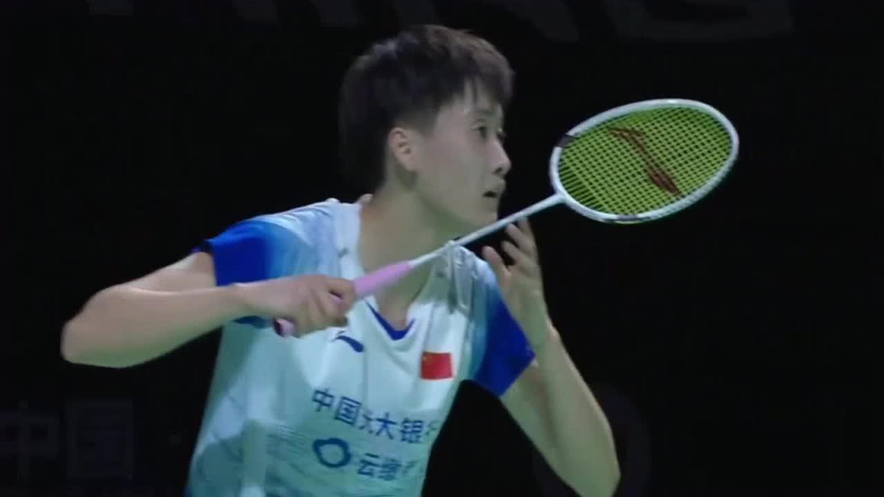 羽毛球:李文珊回球角度刁钻 陈雨菲措手不及丢掉首局