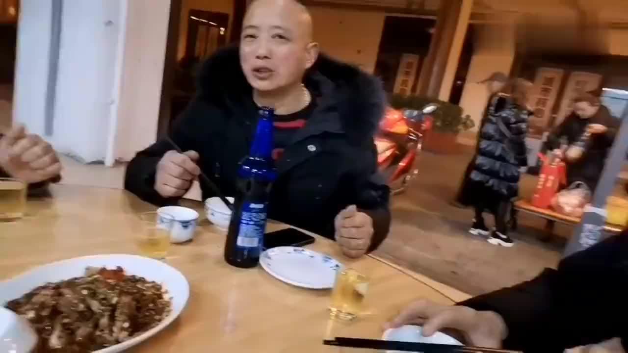 农村行录人隆昌城里晚上简单的喝喝小酒聊聊天说说真心话明年