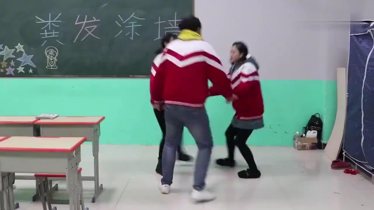 短剧学校举办毕业校庆没想同学准备的节目一个比一个逗有趣