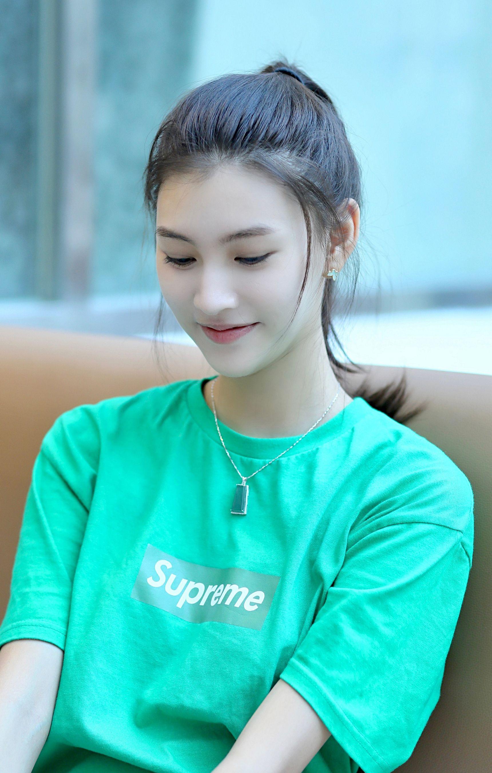 北京电影学院新生张贤静高清手机壁纸 网友们觉得她怎么样喜欢不