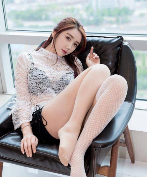 魅力女神透视装超短裤白色丝袜,尽显魅力大长腿,图2美若天仙