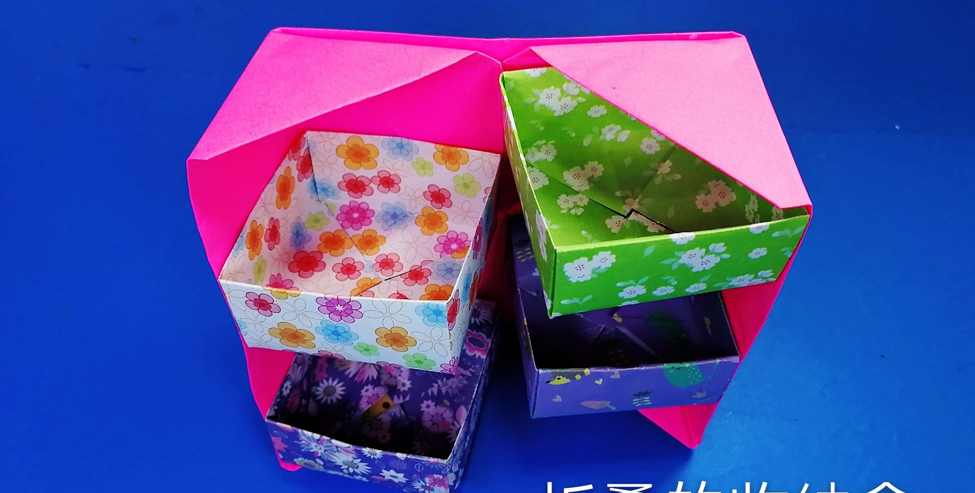 这是一个可以折叠的实用收纳盒,好用又美观