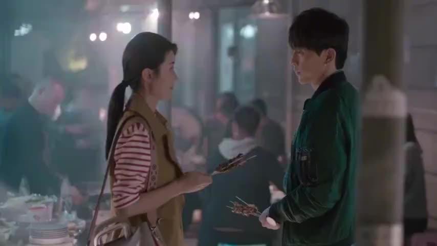 欢乐颂樊胜美和男友亲亲曲妖精竟在后面偷偷跟踪太搞笑