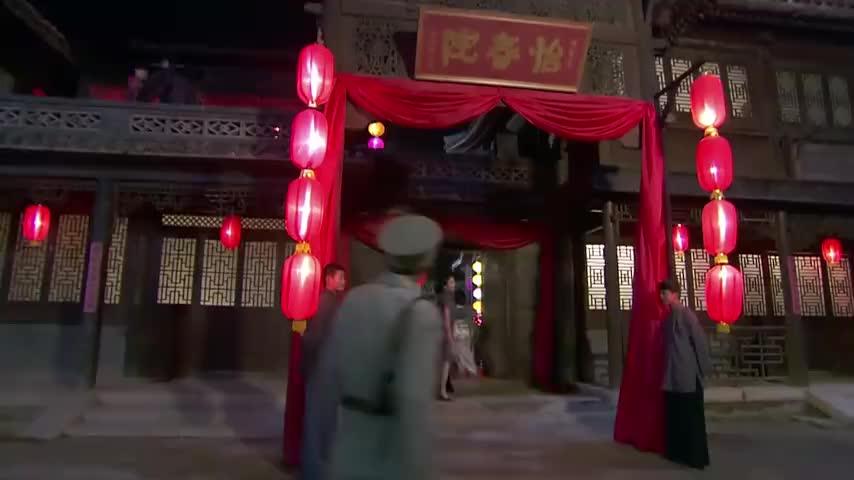 得知汉奸是少林寺出身5个人都近不了身八路非要去挑战下