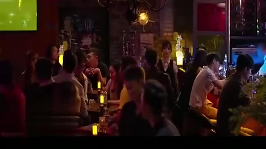 美女酒吧被人欺负周渝民英雄救美男友力爆表