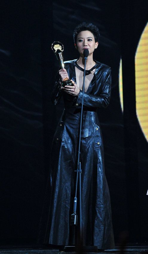 32岁香港歌手卢凯彤坠亡,去年公开出柜,曾患抑郁症