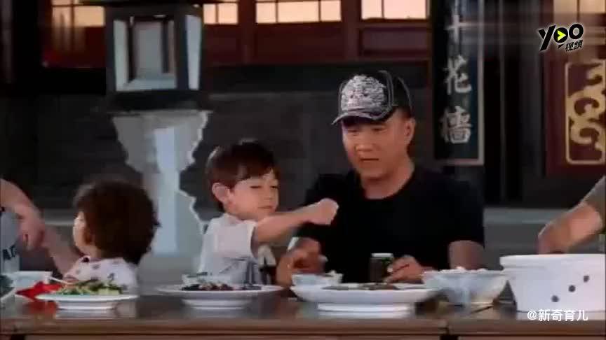 爸爸去哪儿轩轩吃着红烧肉突然张嘴就哭邹市明一脸紧张