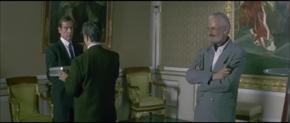 郑裕玲太偏心了就知道亲老外成龙脸凑过去尴尬了