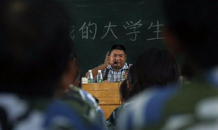 毛泽东唯一孙子毛新宇罕见大学生活照:穿着朴素,身材魁梧
