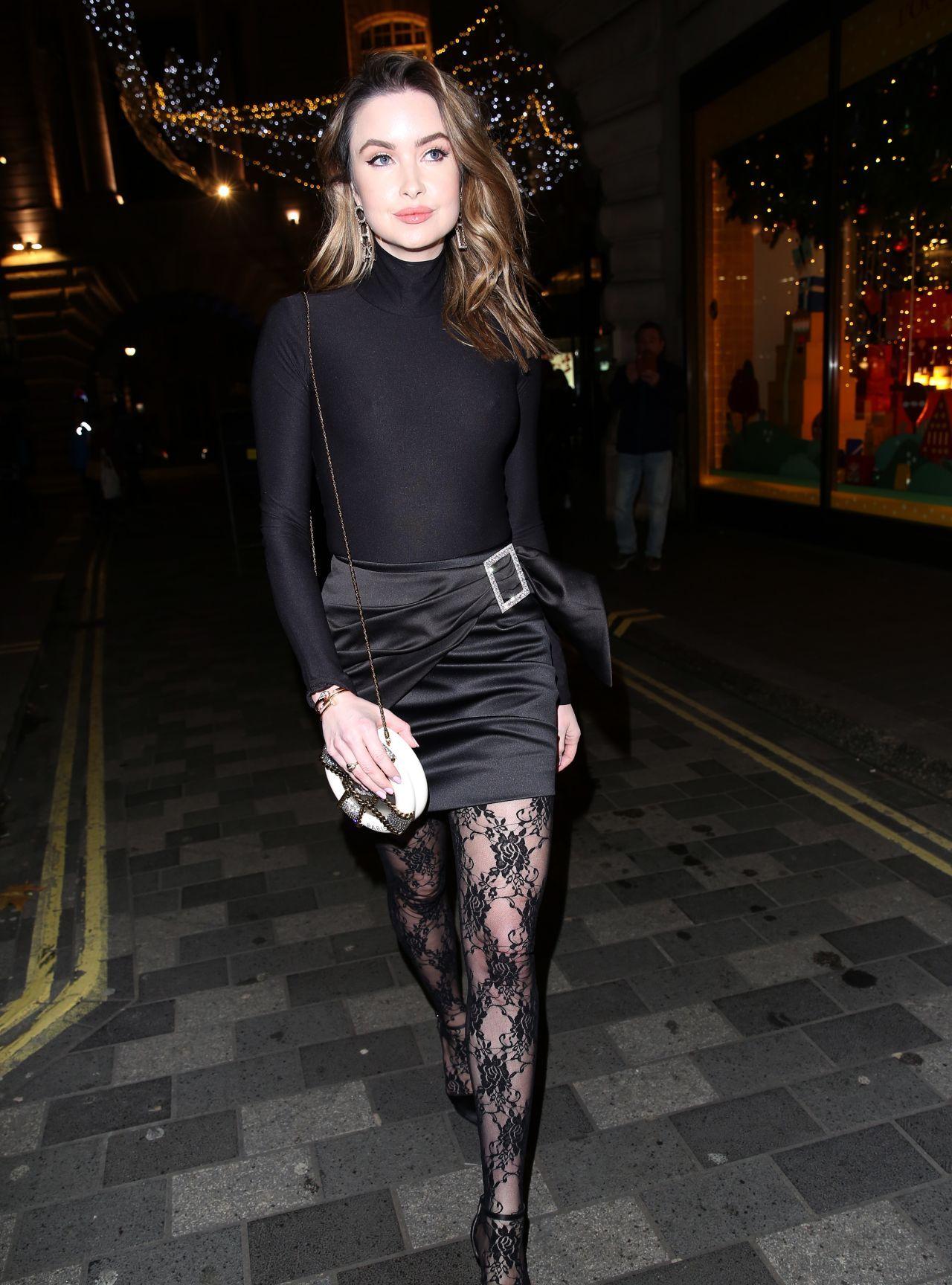 女星艾玛·米勒现身伦敦街头,她有着不一般的魅力