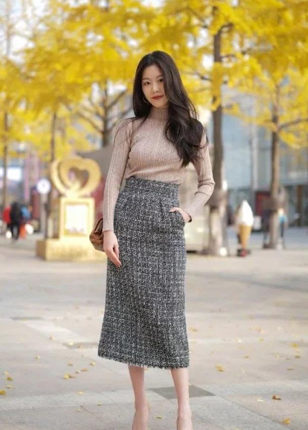 女性穿搭高跟鞋,凸显出优雅时尚的身姿