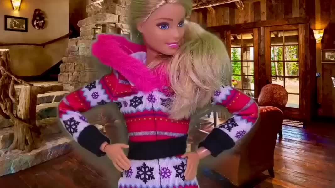 芭比娃娃冬季雪景篇,穿雪地靴,骑雪地摩托,打雪仗