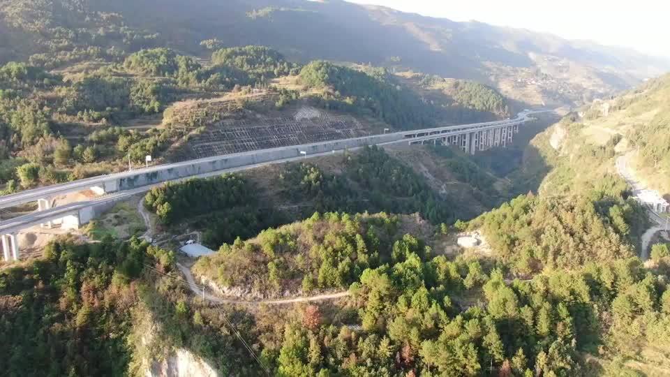 石桥高架的航拍视频来了这次可以一览无余高低不一的高速路了