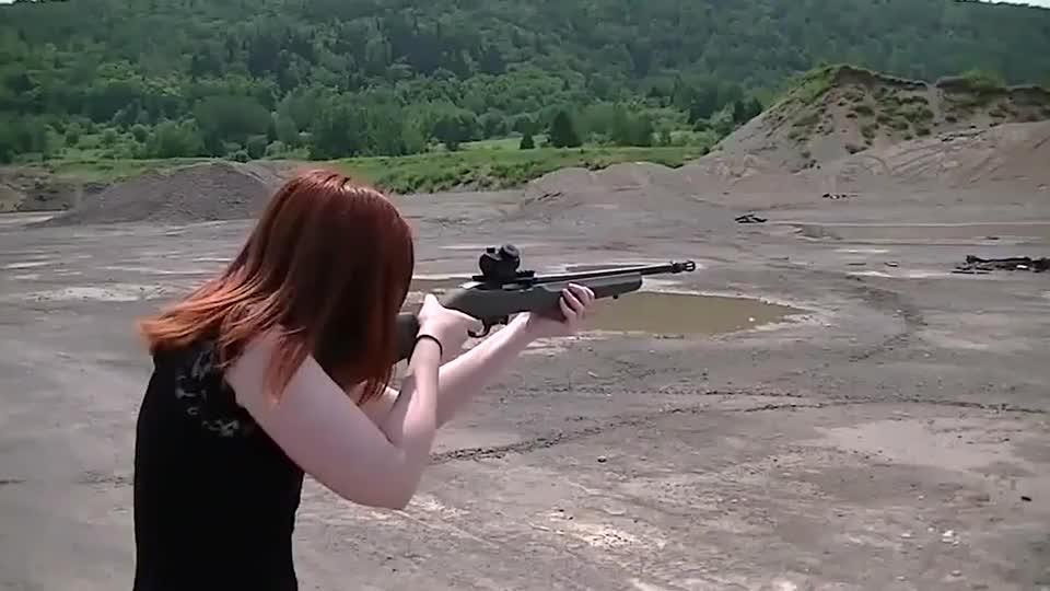老外测试小口径自动步枪后坐力小精度高轻巧耐用