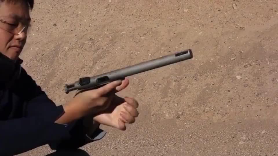 老外测试小口径运动手枪超长的枪管射击起来根本没有声音